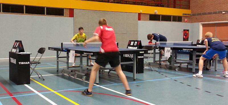 Mika aan het inspelen voor de kwartfinale tegen Erik Verzijl (SKF).